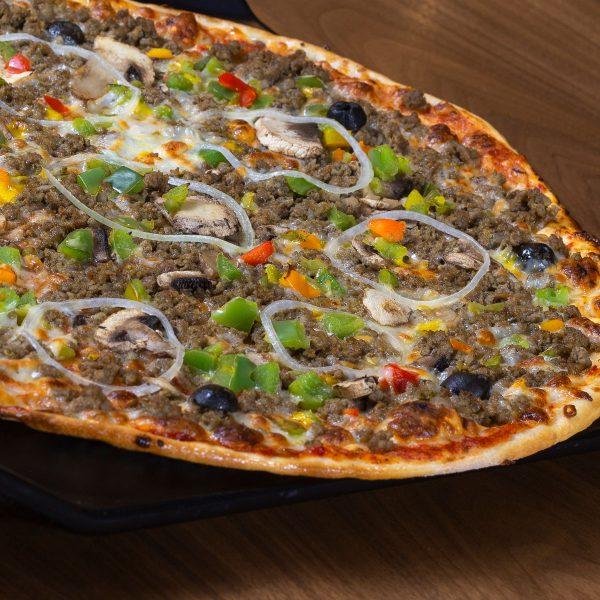 پیتزا ایتالیایی گوشت و قارچ رستوران گاجره