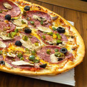 پیتزا ایتالیایی سالامی رستوران گاجره